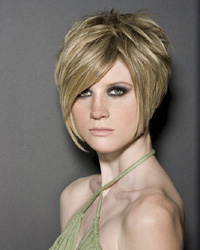 Стрижка каскад на короткие волосы: сила и хрупкость